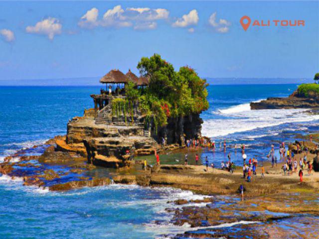 Tour Bali với ngày đầu tiên tham quan Đền Tanah Lot