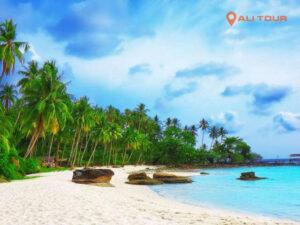 Biển Phú Quốc trong xanh và những bờ cát trắng trải dài