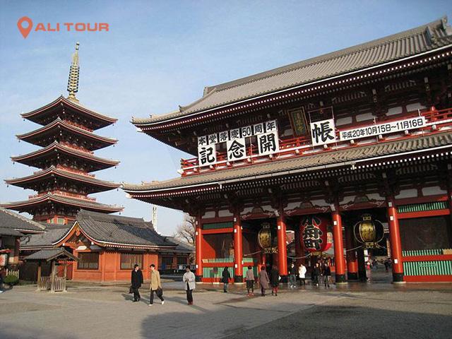 Chùa Sensoji là một ngôi chùa cổ nằm ở Asakusa, Taito, Tokyo, Nhật Bản