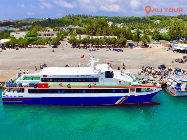 Đi tàu cao tốc từ cảng Phan Thiết ra đảo Phú Quý
