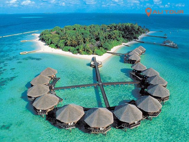 Ngày thứ tư, khách du lịch sẽ lên máy bay về Việt Nam sau hai chặng bay