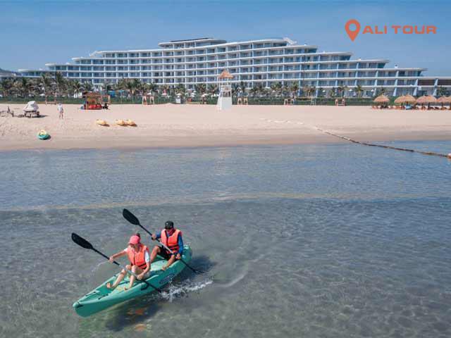 Vui chơi tại bãi biển khu FLC Quy Nhơn