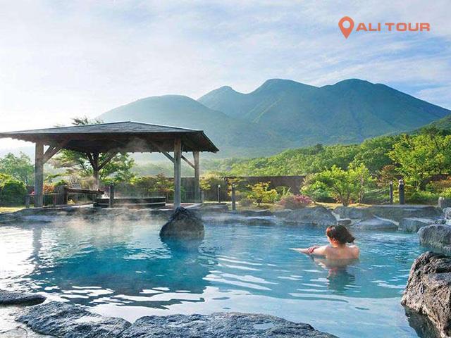 Tại Nhật tắm Onsen là phải cởi sạch