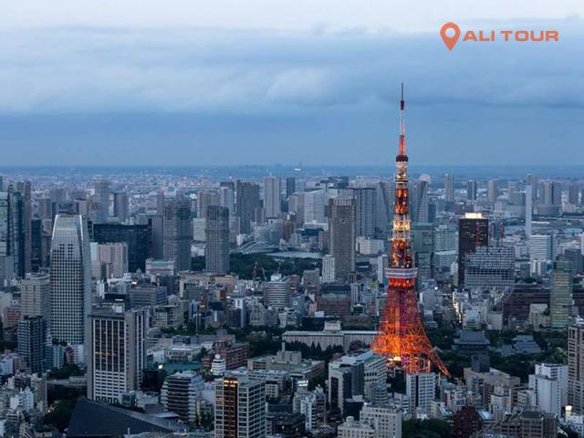 Tháp Tokyo cao chót vót